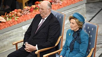 Король Норвегии Харальд V и королева Соня присутствуют на церемонии вручения Нобелевской премии