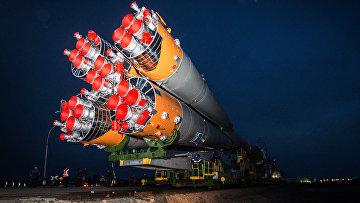 Вывоз ракеты-носителя «Союз-ФГ» с пилотируемым кораблем «Союз ТМА-20М» на стартовый стол первой «Гагаринской»
