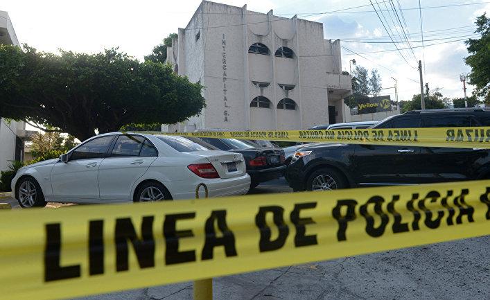 Здание, где расположены офисы Mossack Fonseca в ходе полицейского рейда в Сан-Сальвадоре