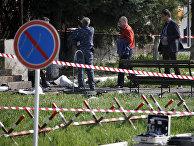 Следователи на месте взрыва у здания ОВД в Ставропольском крае