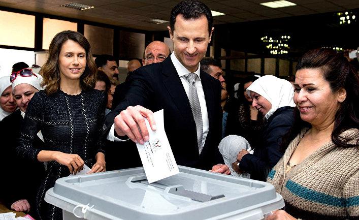 Президент Сирии Башар Асад и его супруга проголосовали на парламентских выборах на избирательном участке «Асад» в Дамаске