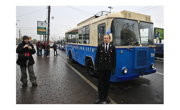 Парад троллейбусов по Невскому проспекту.