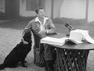 Рональд Рейган общается с репортерами