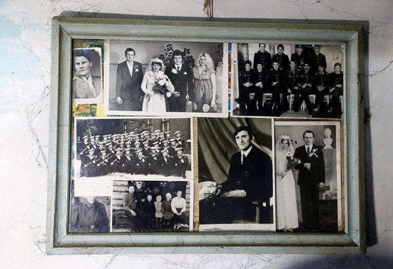 Фотографии на стене в доме жителя зоны отчуждения Чернобыльской АЭС