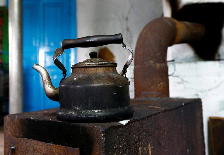 Чайник в доме жителя зоны отчуждения Чернобыльской АЭС