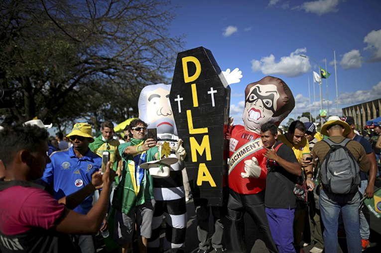 Акция протеста против президента Бразилии Дилмы Роуссефф