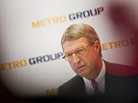 Экхард Кордес дает пресс-конференции в Дюссельдорфе