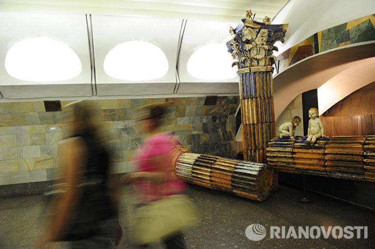 """Переход между станциями метро """"Римская"""" и """"Площадь Ильича"""""""