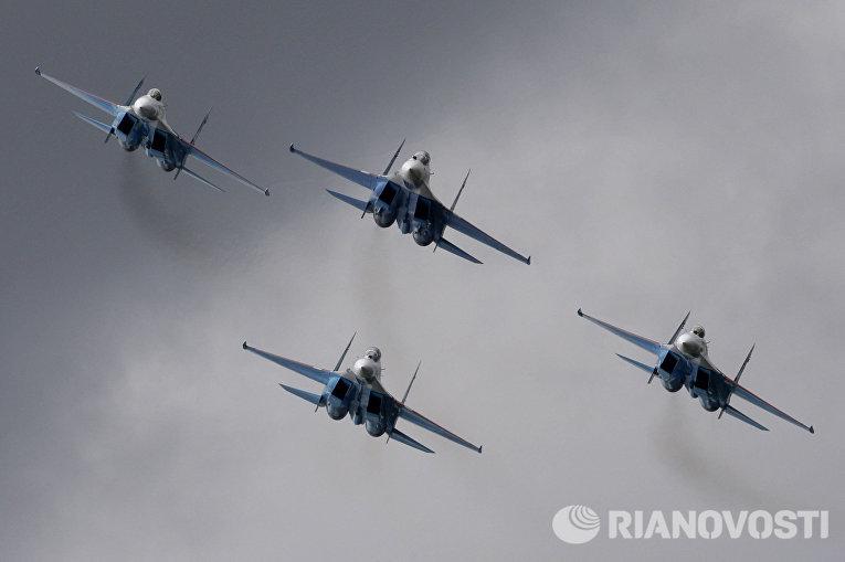 Истребители Су-27 пилотажной группы «Соколы России»