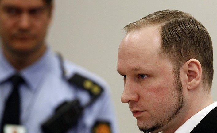 Обвиняемый в терроризме Андерс Брейвик в суде в Осло, 19 апреля