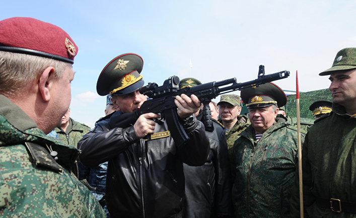 Командующий Внутренними войсками МВД России генерал-полковник Виктор Золотов