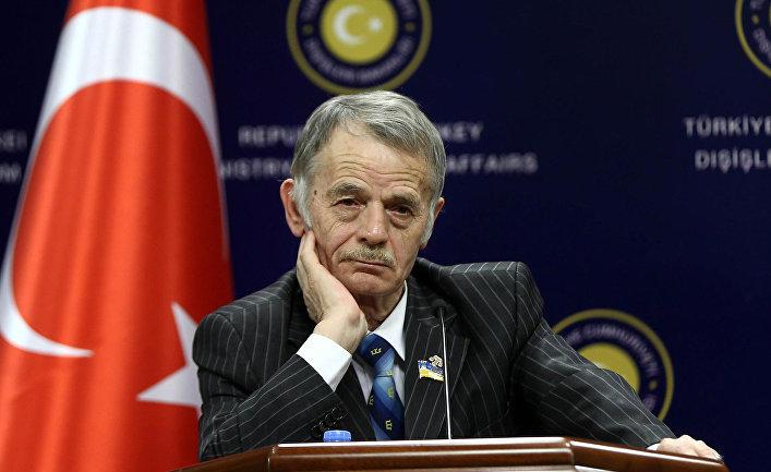 Украинский политик и экс-глава крымско-татарского Меджлиса Мустафа Джемилев дает пресс-конференцию в Анкаре