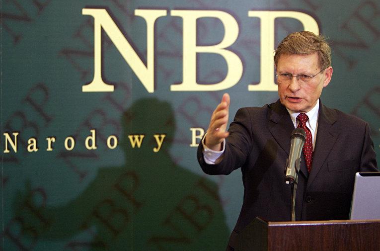 Лешек Бальцерович на пресс-конференции в Варшаве