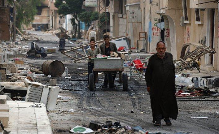 Люди на одной из улиц Пальмиры