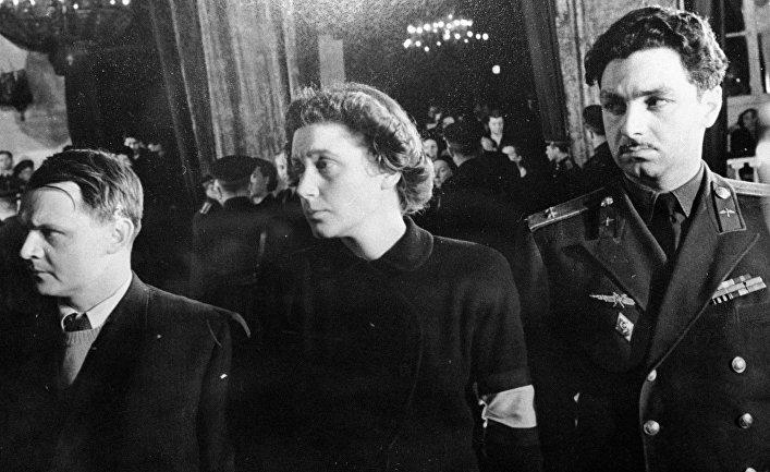 Светлана Аллилуева на церемонии прощания с И. В. Сталиным