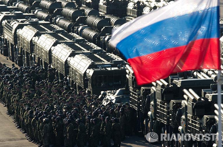 Проход военной техники по Ходынскому полю на репетицию Парада Победы