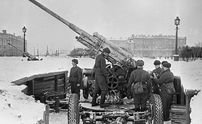 Советские зенитчики в Ленинграде