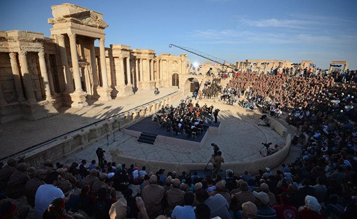 Оркестр Мариинского театра выступил в Пальмире
