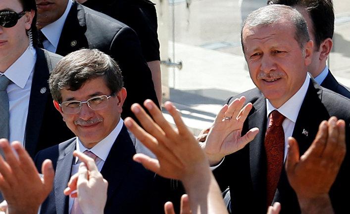Архив. Премьер-министр Турции Тайип Эрдоган, и министр иностранных дел Ахмет Давутоглу