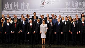 """Совместное фото лидеров ЕС на саммите """"Восточное партнерство"""" в Риге, Латвия"""