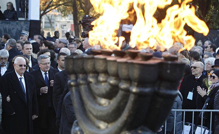 Президент Польши Бронислав Коморовский и президент Израиля Реувен Ривлин на церемонии открытия музея истории польских евреев в Варшаве