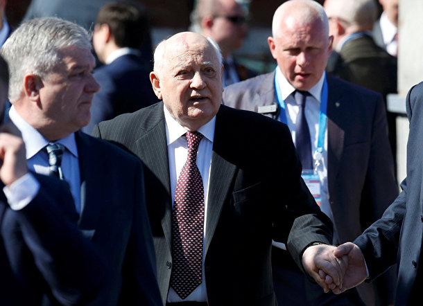 Михаил Горбачев на параде Победы