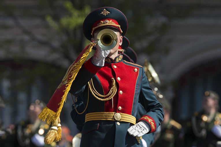 Оркестр на параде Победы
