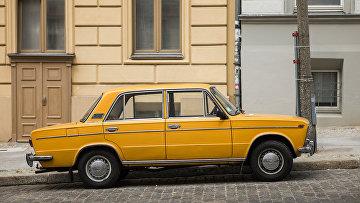Автомобиль Lada 2103