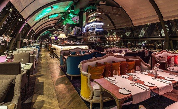Интерьер ресторана White Rabbit в Москве