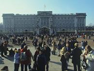 На площади перед Букингемским дворцом в Лондоне