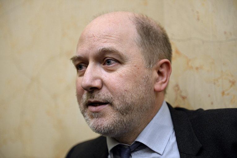 Дени Бопена во время встречи в Национальном собрании в Париже