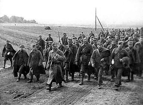 Польские военнопленные под конвоем Красной армии после Польского похода в сентябре 1939 года