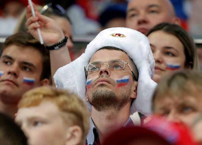 Болельщики во время хоккейного матча между командами России и Чехии