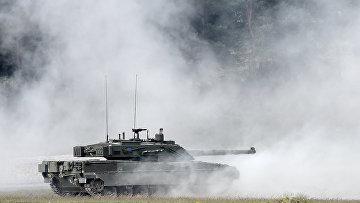 Итальянский танк C1 «Ариете» во время учений Strong Europe Tank Challenge