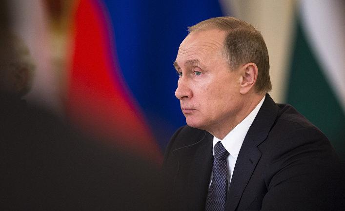 Президент Российской Федерации Владимир Путин во время встречи с российскими и индийскими чиновниками и бизнесменами