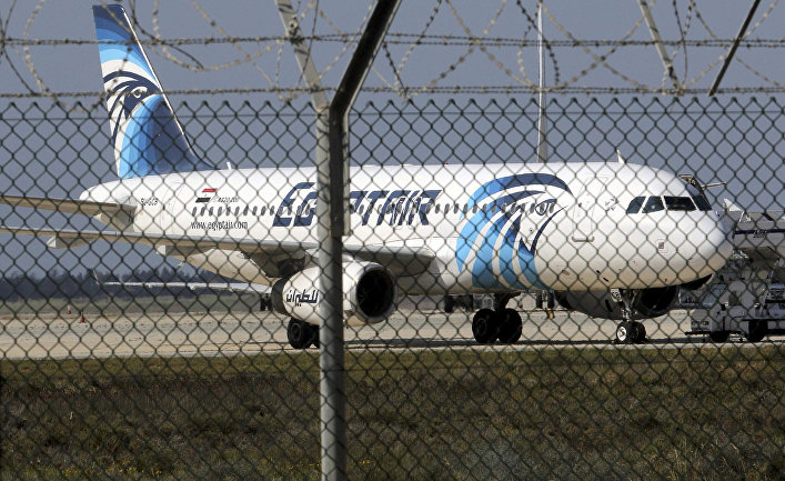 Самолет авиакомпании EgyptAir в аэропорту Ларнака