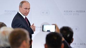 Президент Российской Федерации Владимир Путин на встрече глав делегаций-участников саммита Россия — АСЕАН