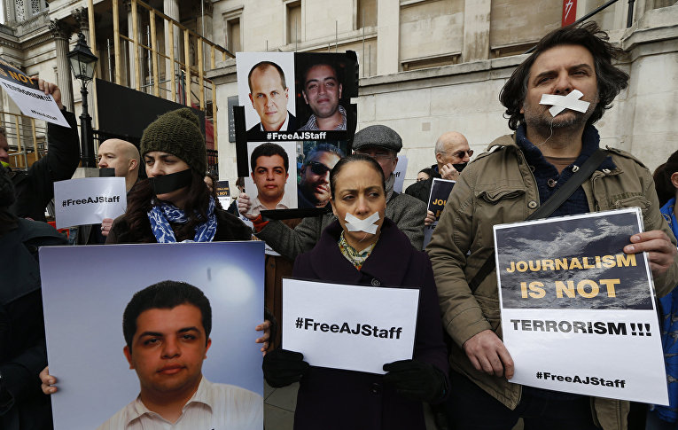 Митинг в поддержку свободы прессы и требованием освободить задержанных журналистов в Египте