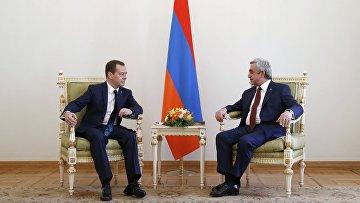 Премьер-министр РФ Дмитрий Медведев в Ереване принимает участие в межправсовете ЕАЭС