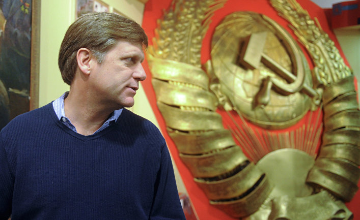 Новый посол США в России Майкл Макфол посетил музей в Москве
