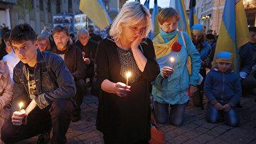 Участники акции в память о погибших при пожаре в одесском Доме профсоюзов