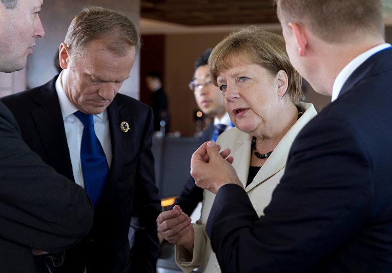 Председатель Евросовета Дональд Туск и канцлер Германии Ангела Меркель на саммите G7