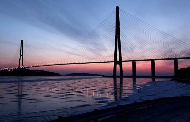 Вантовый мост через пролив Босфор Восточный на остров Русский во Владивостоке