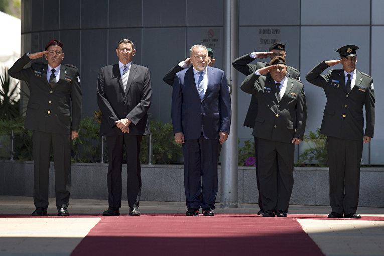 Министр обороны Израиля Авигдор Либерман во время торжественной церемонии в Тель-Авиве