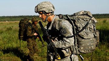 Американский солдат во время учений НАТО «Анаконда-2016»