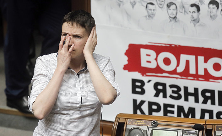 Украинская военнослужащая Надежда Савченко на заседании Верховной Рады Украины в Киеве