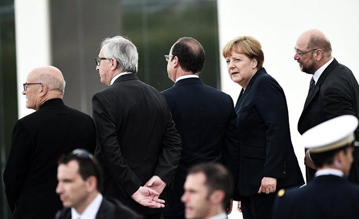Президент Европейской Комиссии Жан-Клод Юнкер, президент Франции Франсуа Олланд и канцлер Германии Ангела Меркель