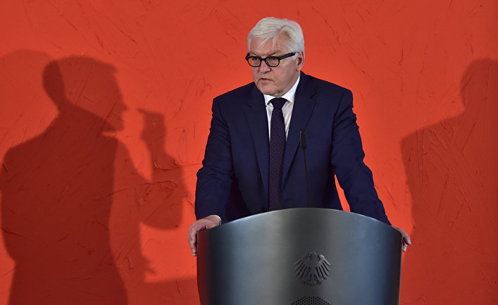 Глава МИД Германии Франк-Вальтер Штайнмайер во время пресс-конференции в Берлине