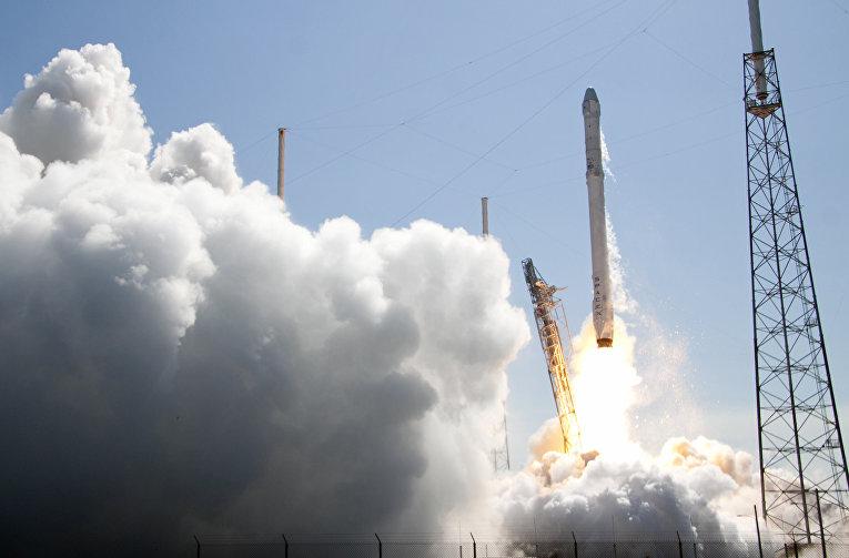 Запуск ракеты SpaceX Falcon 9 с мыса Канаверал