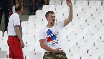 Фанаты на трибуне после матча Россия-Англия